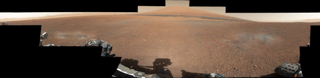 A panorama showing Curiosity's landing spot, with Mount Sharp (5.5 km high) in the background. Photo: NASA/JPL-Caltech/MSSS.
