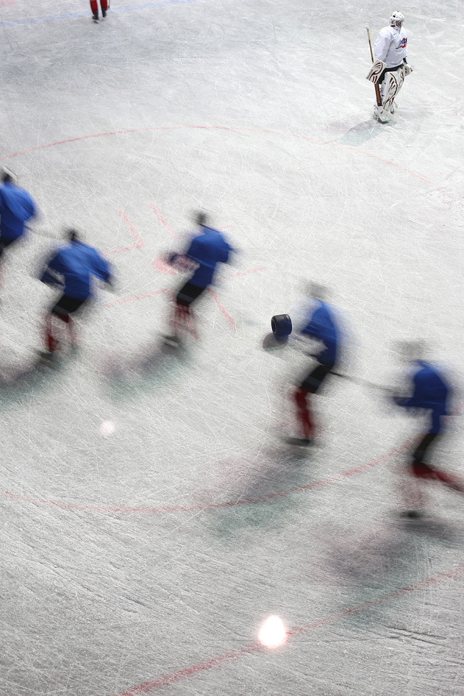 Hockey players training, captured in a photo with motion blur. Photo: Majo Eliáš.