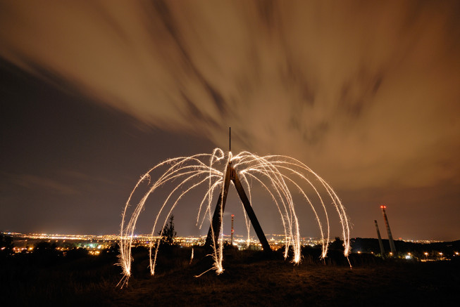 In the forty seconds during which this picture was taken, I used a sparkler to draw curves around a triangulation point. Nikon D200, Sigma 10–20 mm F4–5.6 EX DC HSM, 40 s, F5.6, ISO 100, focus 10 mm. Photo: Ivo Prümmer