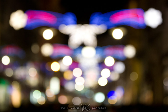A blurred street decorated with Christmas lights. At that hour (a quarter past five) without those lights, the street would have been completely dark. Canon EOS 5D Mark II, EF Canon EF 70–200 mm f/2.8L II IS USM, 1/80 s, f/2.8, ISO 1600, focus 75 mm. Photo: Vít Kovalčík