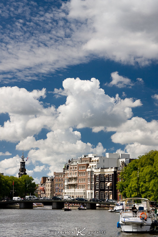 Amsterdam, a polarizing filter, and you. Canon EOS 40D, Canon EF-S 18–55 mm F3.5–5.6, 1/200 s, F8.0, ISO 200, lens 50 mm.