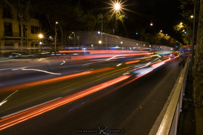 Taillights in motion. Canon 350D, Sigma 18-50/2.8 EX DC, 4.0 s, F16, ISO 100, focus 18 mm