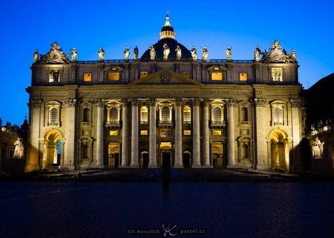 A front view of the cathedral.  Canon 40D, Canon EF-S 10-22/3.5-4.5, 1.3 s, F4.5, ISO 200, focus 22 mm