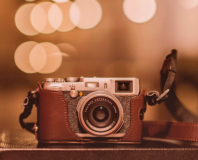 A wonderfully executed still-life with a great edit. The look of the legendary Fuji camera makes it a fine complement to the rest of the photo. We also appreciate the fact that this photo contains very little but the necessities.