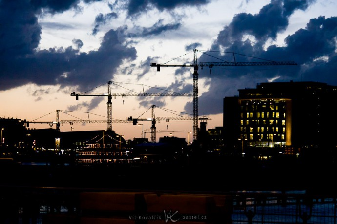Cranes in Amsterdam. Canon 40D, Canon EF-S 55–250/4–5.6 IS, 1/125 s, f/4.5, ISO 1600, focus 84 mm
