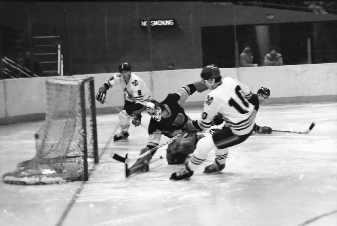 A great moment from the NHL in 1980. The quality could be better, but that depends a lot on the scan. Even though auto-focus was not nearly as good back then as it is today, this is a very good photo. Photo: GZExpat