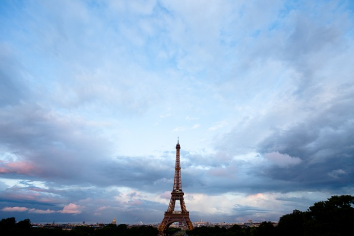 Light clouds over Paris. Canon 40D, Canon EF-S 10–22/3.5–4.5, 1/25 s, f/4.5, ISO 100, focus 10 mm