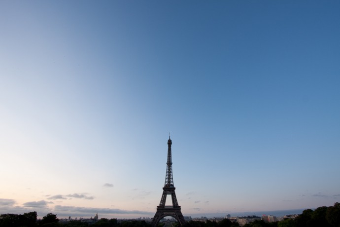 An empty sky over Paris. Canon 40D, Canon EF-S 10–22/3.5–4,5, 1/20 s, f/8, ISO 100, focus 10 mm