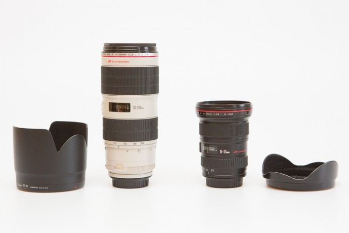 70–200/2.8 and 16–35/2.8 lenses with their lens hoods. The lens hood on a wide lens is practically useless here.