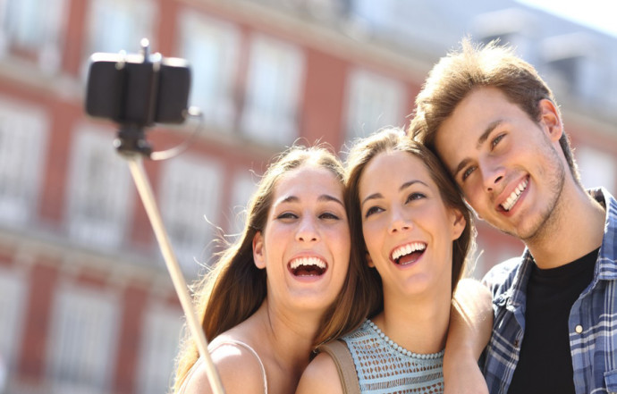 millennials-taking-selfie-e1442002170319-1200x675