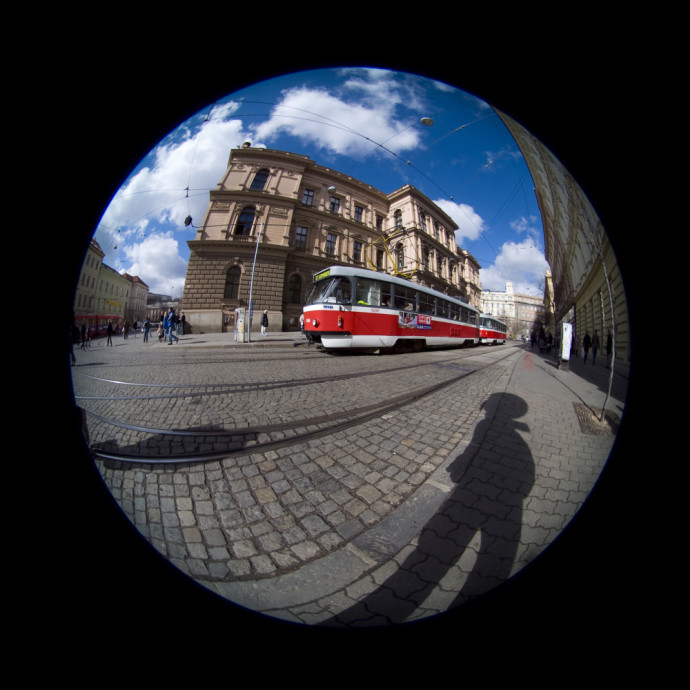 A Sigma 4.5 mm F2.8 EX DC HSM circular fisheye lens on a Nikon D80 body. Photo: Tomas Slavicek.