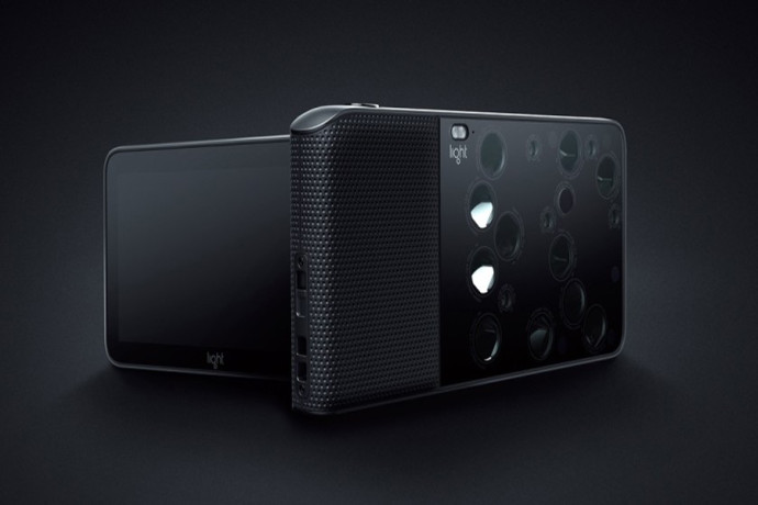 Light-L16-Android-camera-front-and-back-840x454