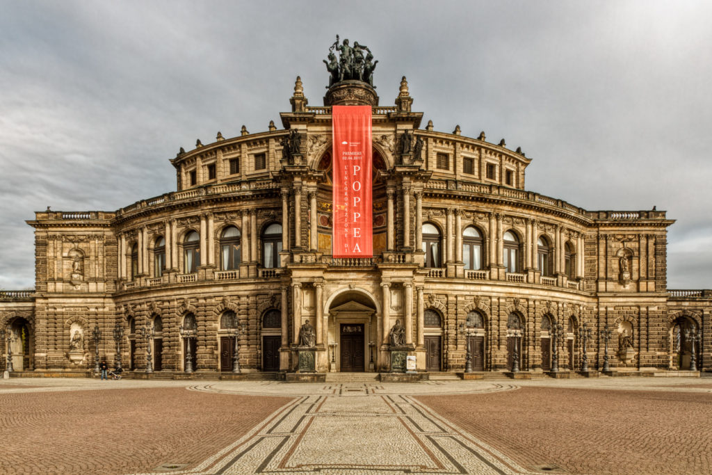 I took my picture of this Dresden opera house around dawn, and so it was lighted at about a 45° angle from the right. I took it under a cloudy sky, and so I had to wait a few dozen minutes for a crack in the clouds to appear so that the sun's rays would shine through it. Canon EOS 7D, EF-S 15-85/3.5-5.6 IS USM, 1/50 s, f/16, ISO 100, focal length 15 mm (24 mm equiv.)