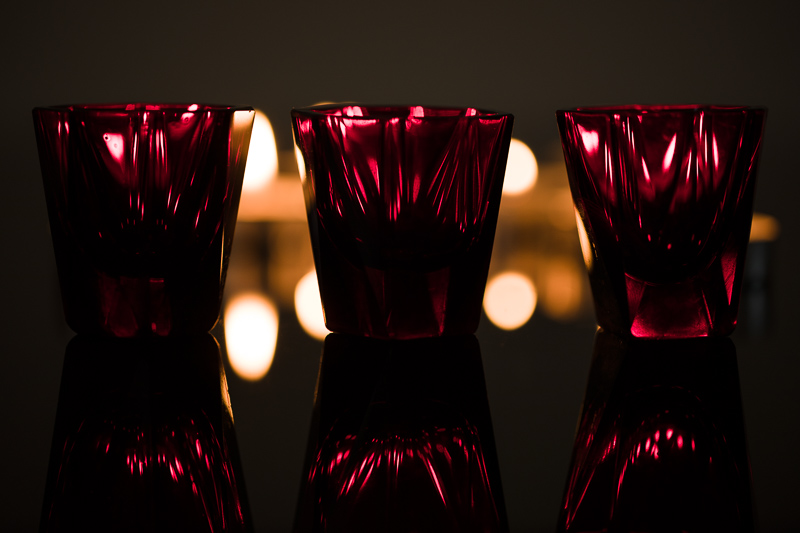 Red shot glasses. Canon 5D Mark IV, Canon EF 100/2.8 IS MACRO, 1/50 s, f/2.8, ISO 200, focal length 100 mm