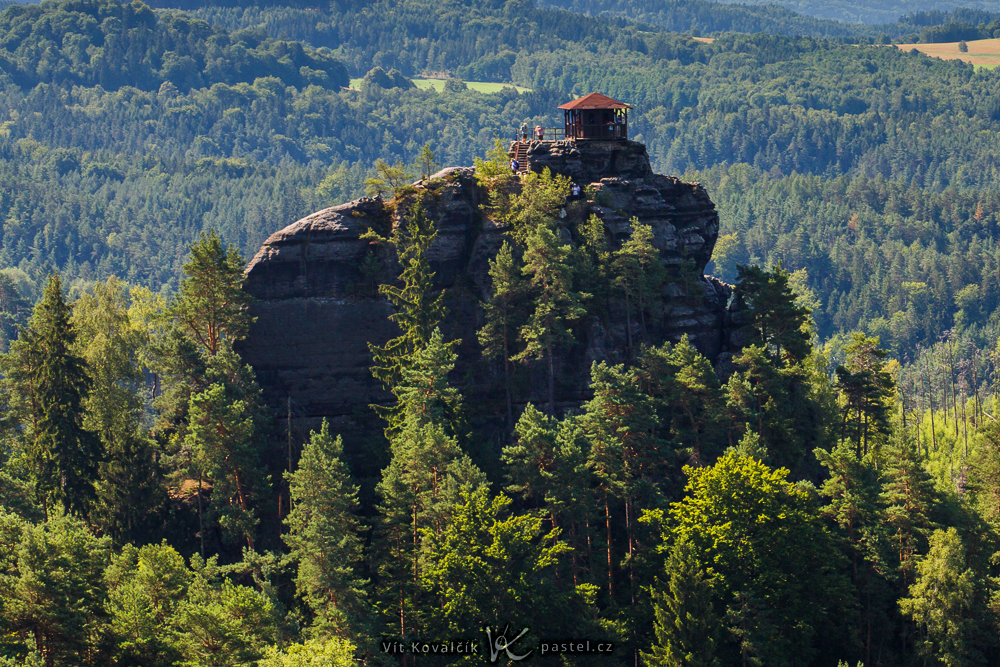 A 150 mm lens. The lookout tower is practically the picture's sole topic.