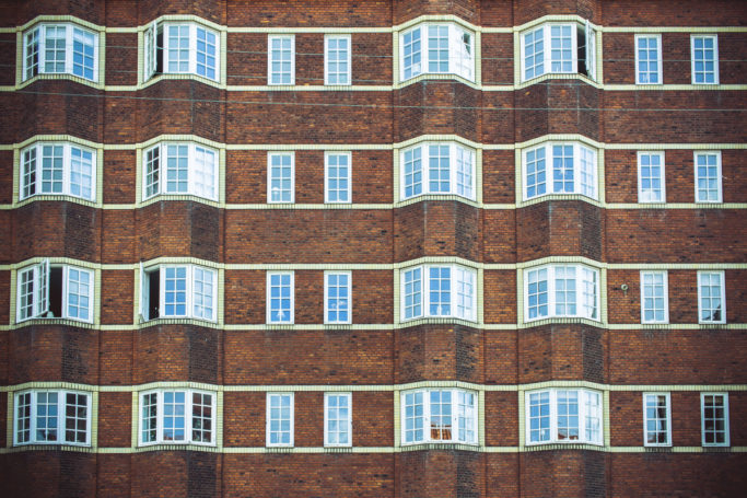 The regularity with which the large and small windows alternate creates a feeling of rhythm in this picture.