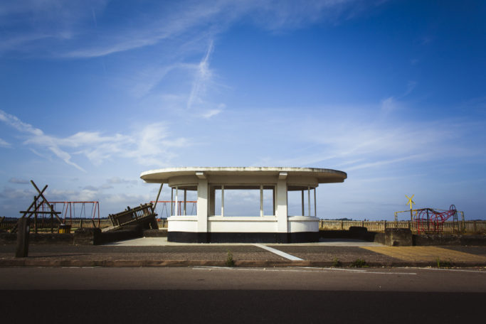 12 Photo Clichés: a deserted beach with an abandoned playground.