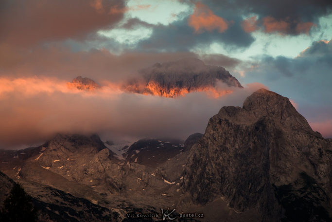 Benefits of Telephoto Lenses for Landscapes: a mountain with the last rays of sun.