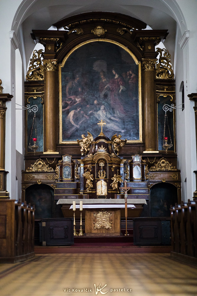 How to Photograph in Churches: the picture with low f-stop.