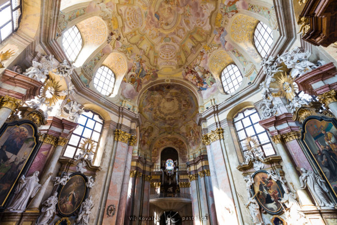 How to Photograph in Churches: a cathedral with a lot of light.