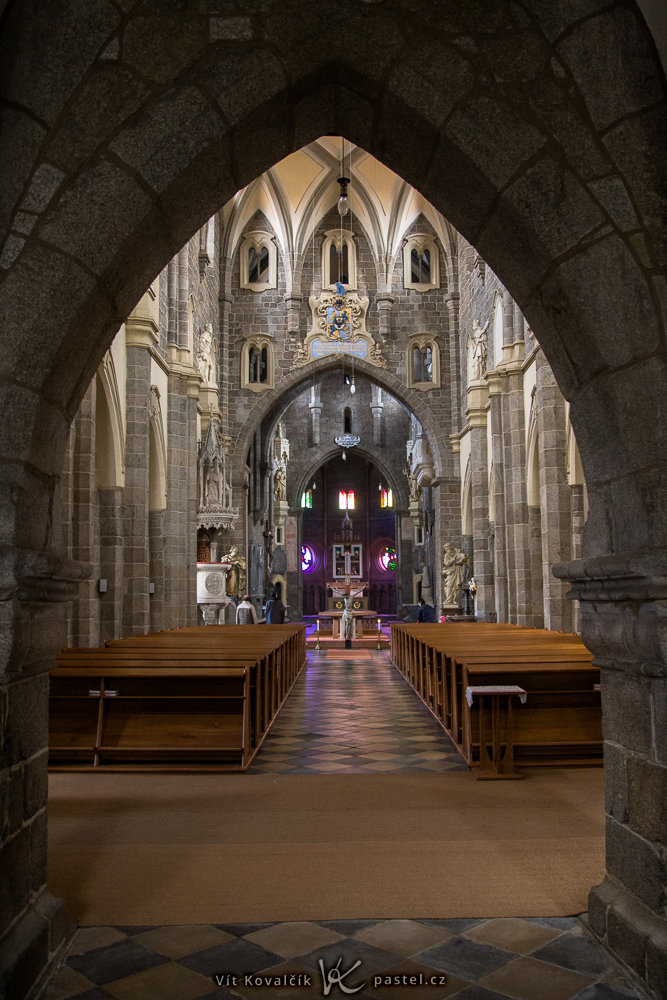 Photography in Churches: All About Stabilization, Aperture