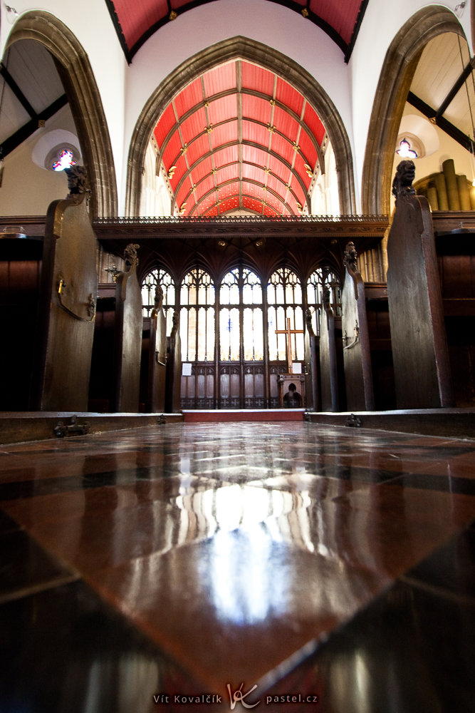 How to Photograph in Churches: picture taken by a camera supported by the floor.
