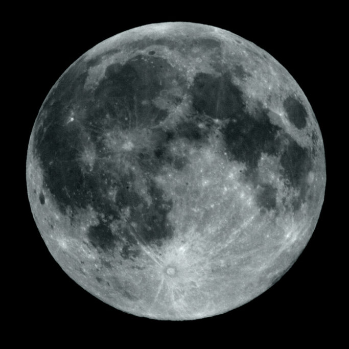 How to Photograph the Moon: a moon captured by a telephoto lens.