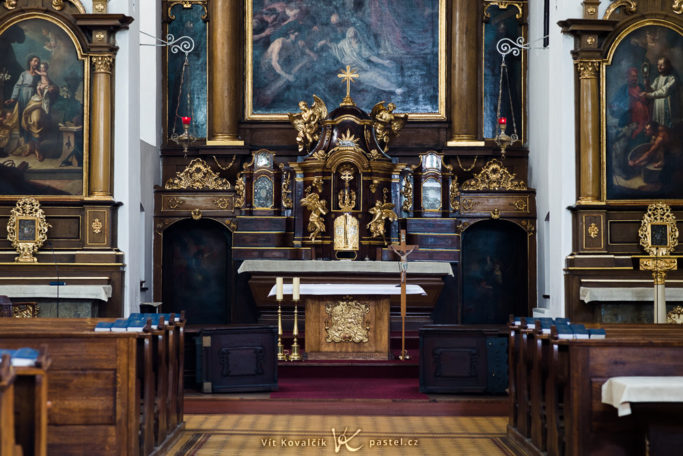 How to Photograph in Churches: one sharp photo from five attempts.