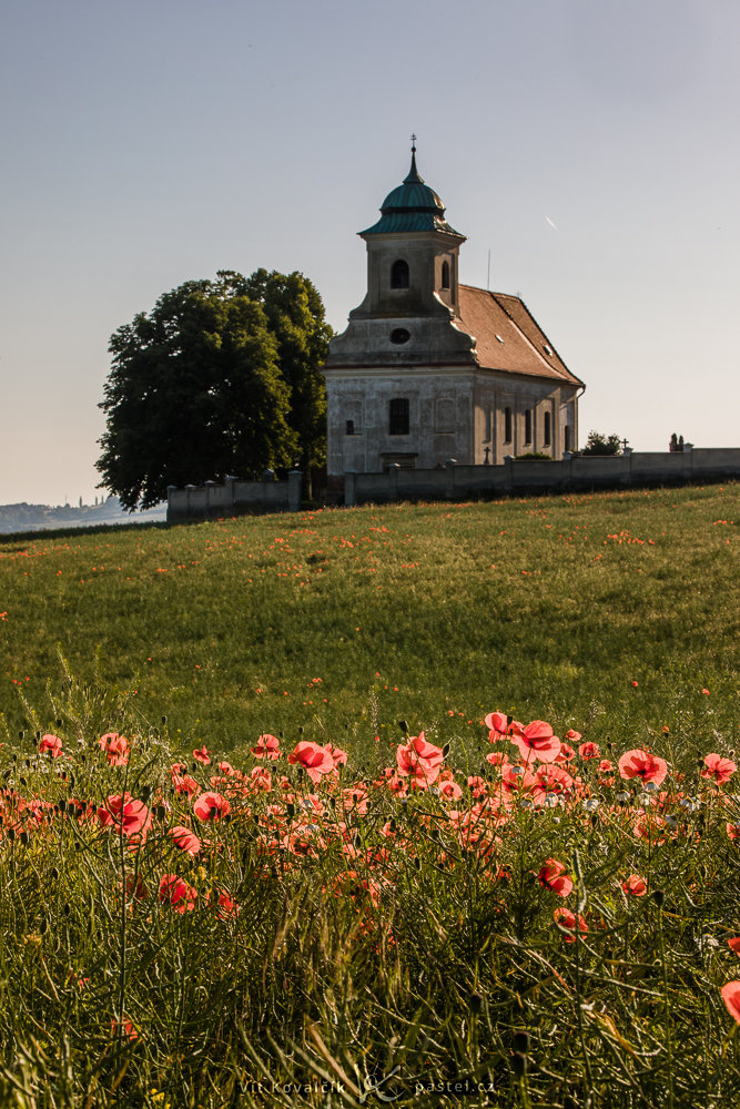 Simple Exercise to Improve a Photo Composition: A vertical composition of the church.