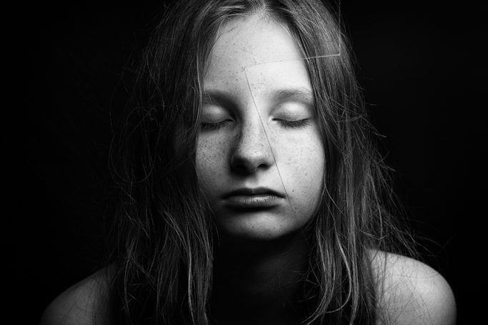Photographing Kids in Colors and Black and White: A black-and-white depiction emphasizes emotions and hides any skin defects.