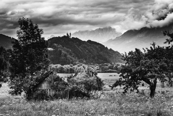 Photographing landscapes in rain and shine: picture in black and white.