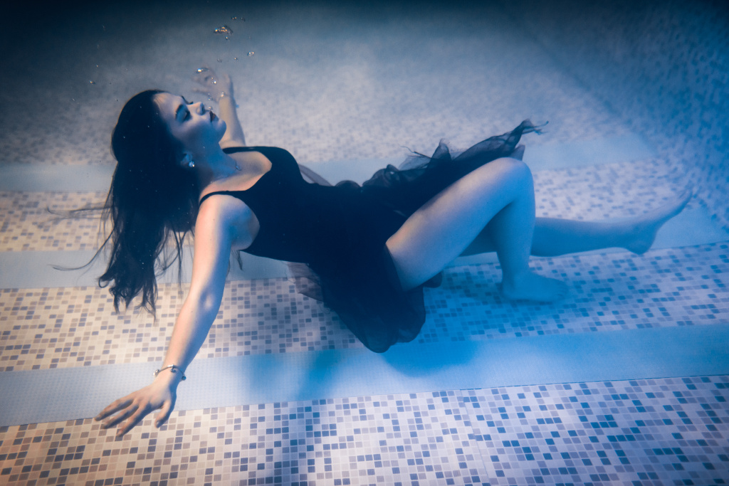 Underwater Photography - sleeping underwater