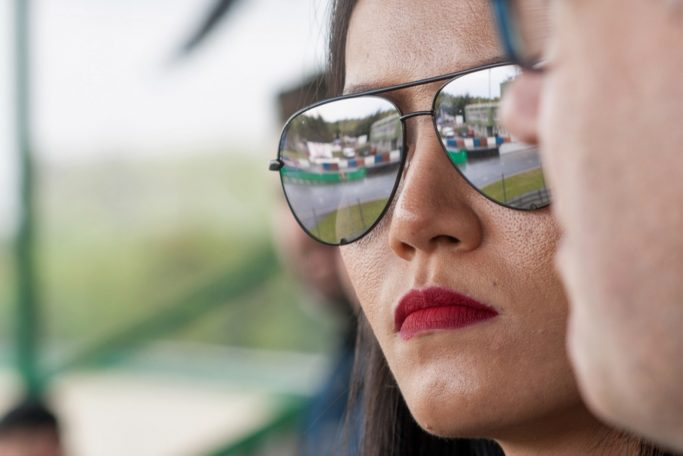 How to photograph sport: reflection in the glasses.