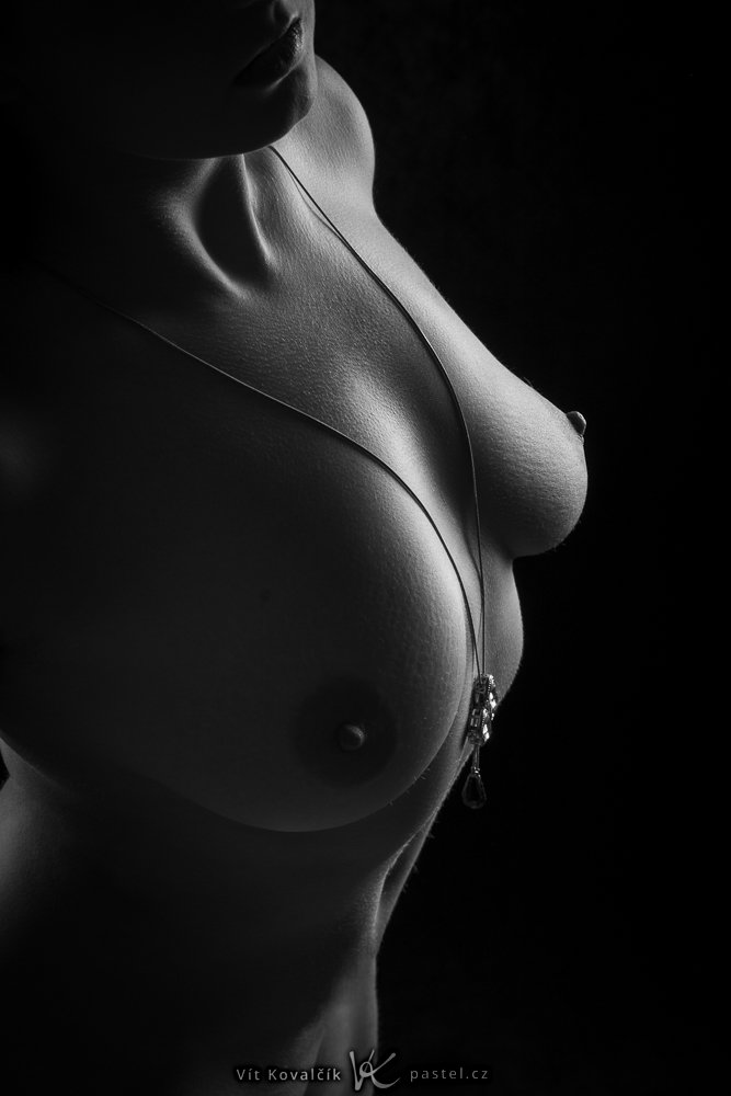 Nude photography: an anonymous photo.
