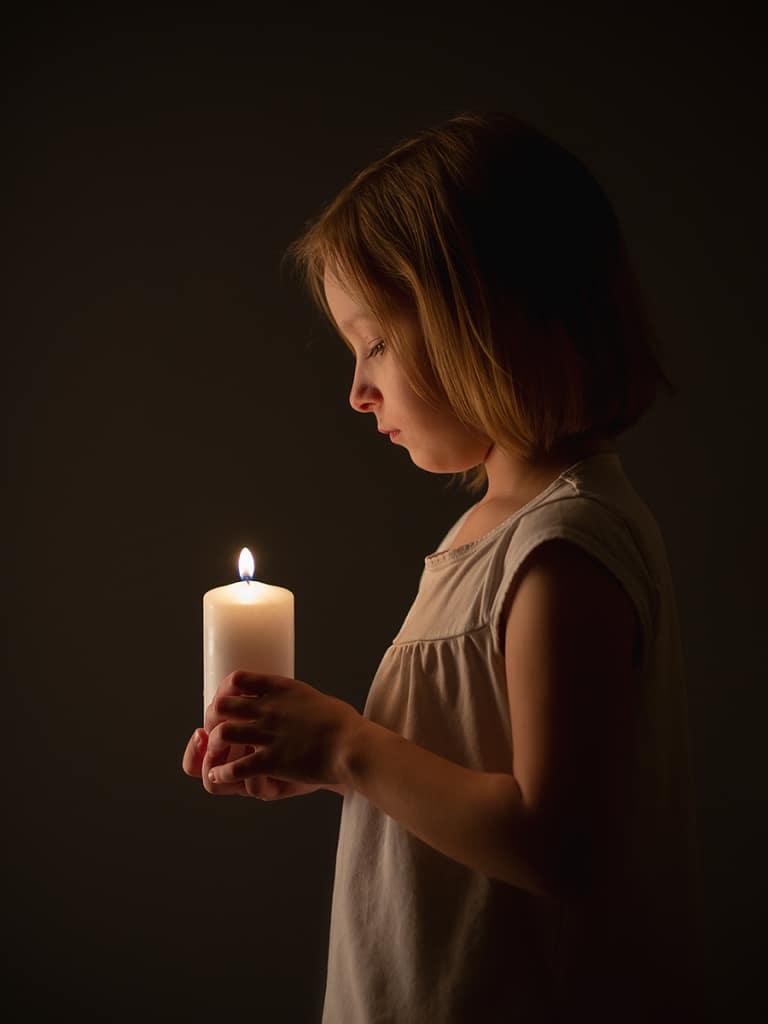 Get more original kid photos this Christmas - candle
