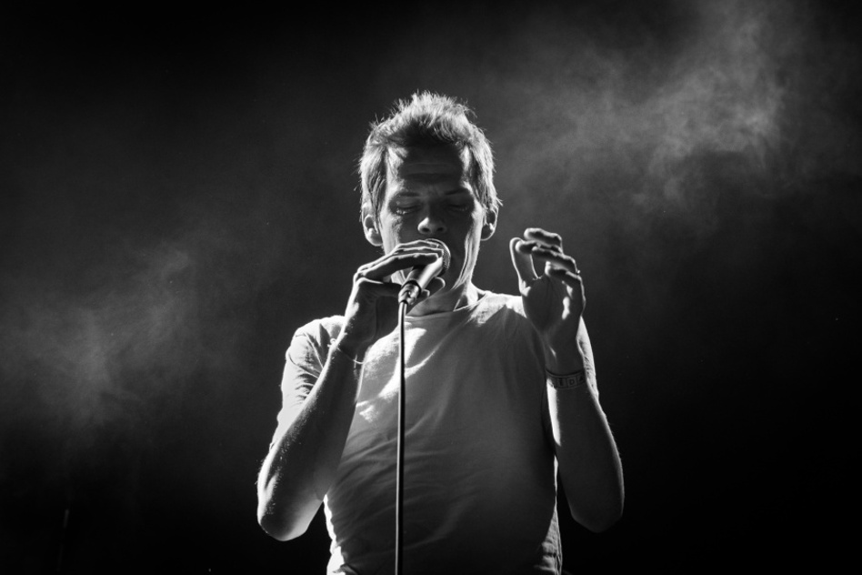 How to Photograph Concerts - black and white, Zrní