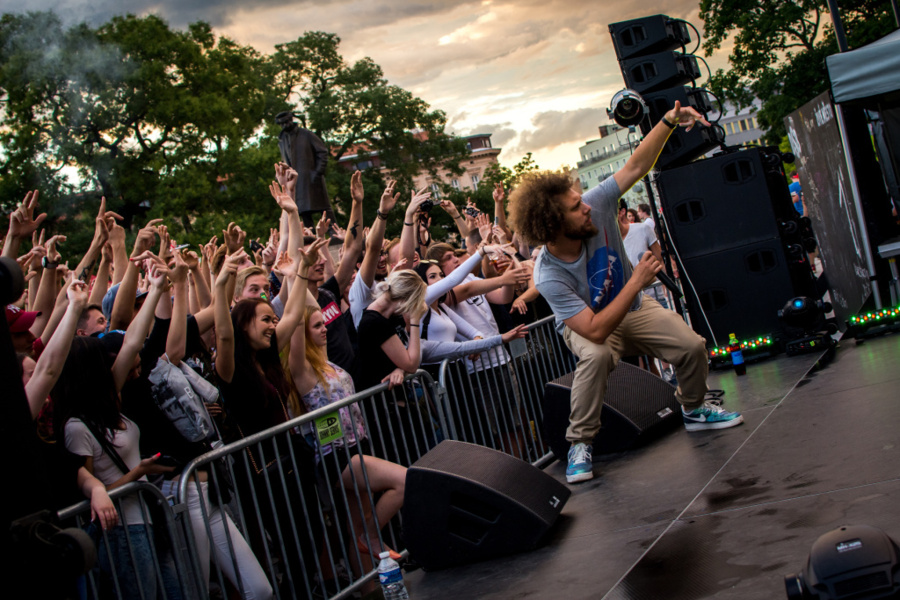 How to Photograph Concerts - MC Gey with crowd