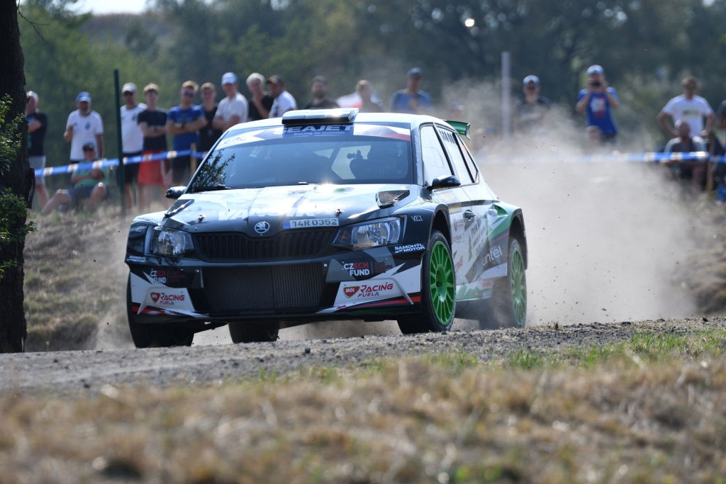 How to Edit Car Racing Photos - picture is only cropped
