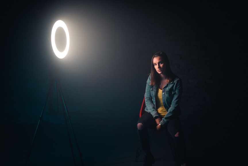 Portraits With an LED Ring Light - ringlight