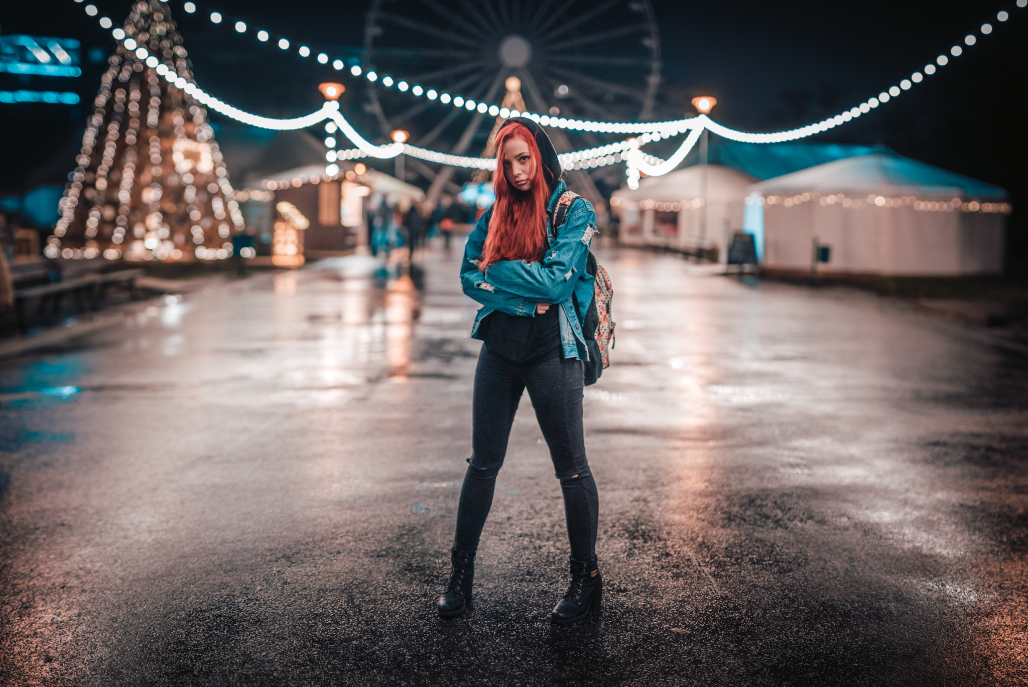 How Can You Get Stronger Bokeh? - girl with wheel in background