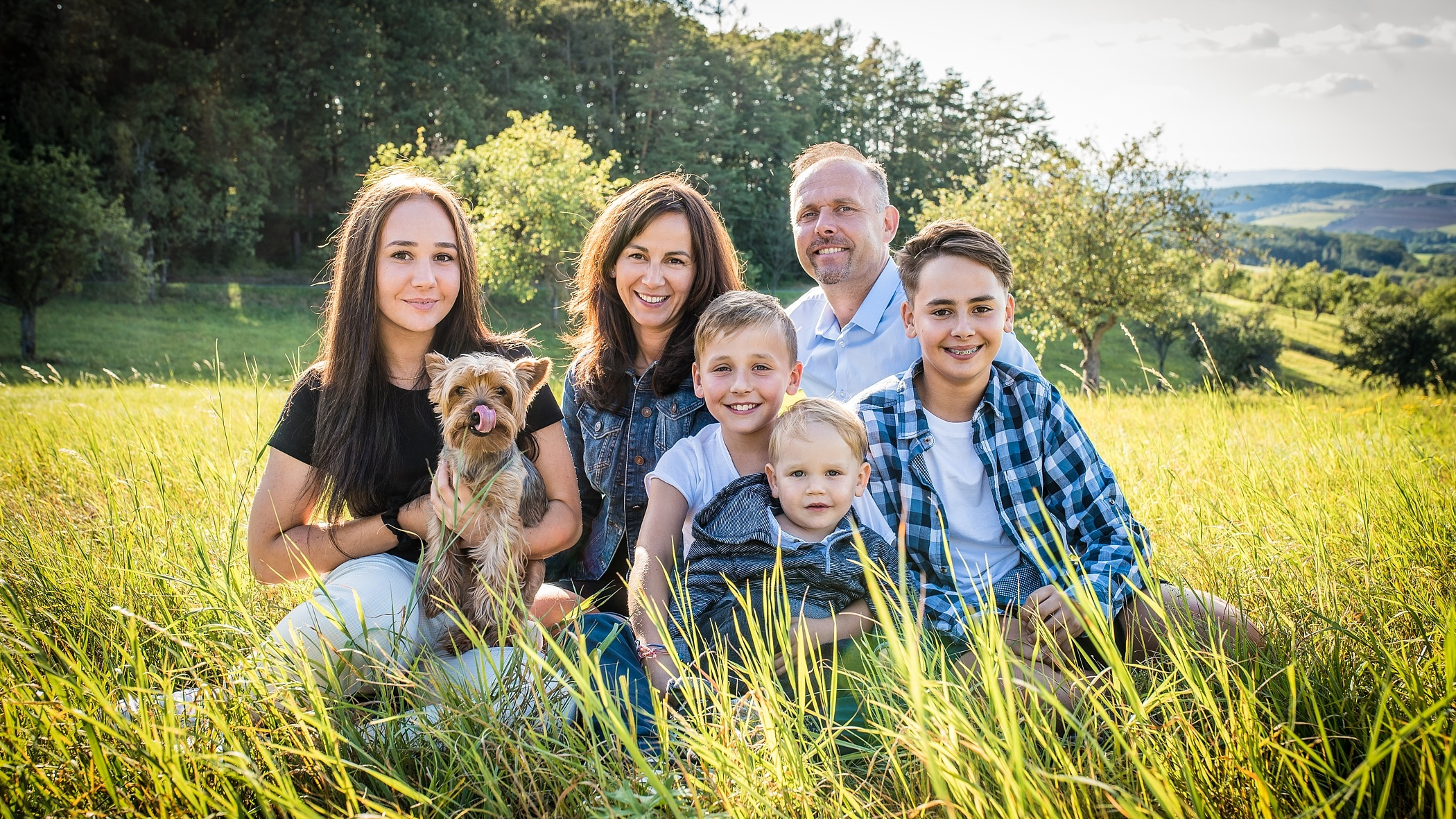 Photographing Families: Learn the Basics of Group Photography