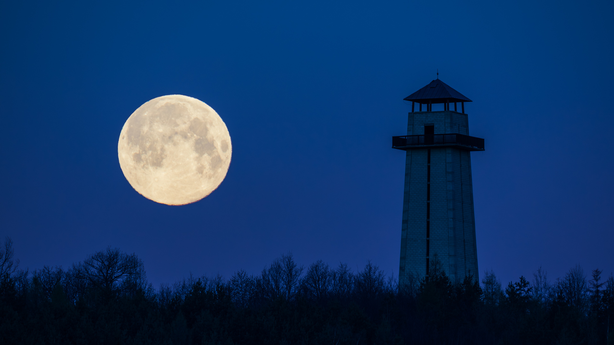 How to photograph the Moon – landscape photography