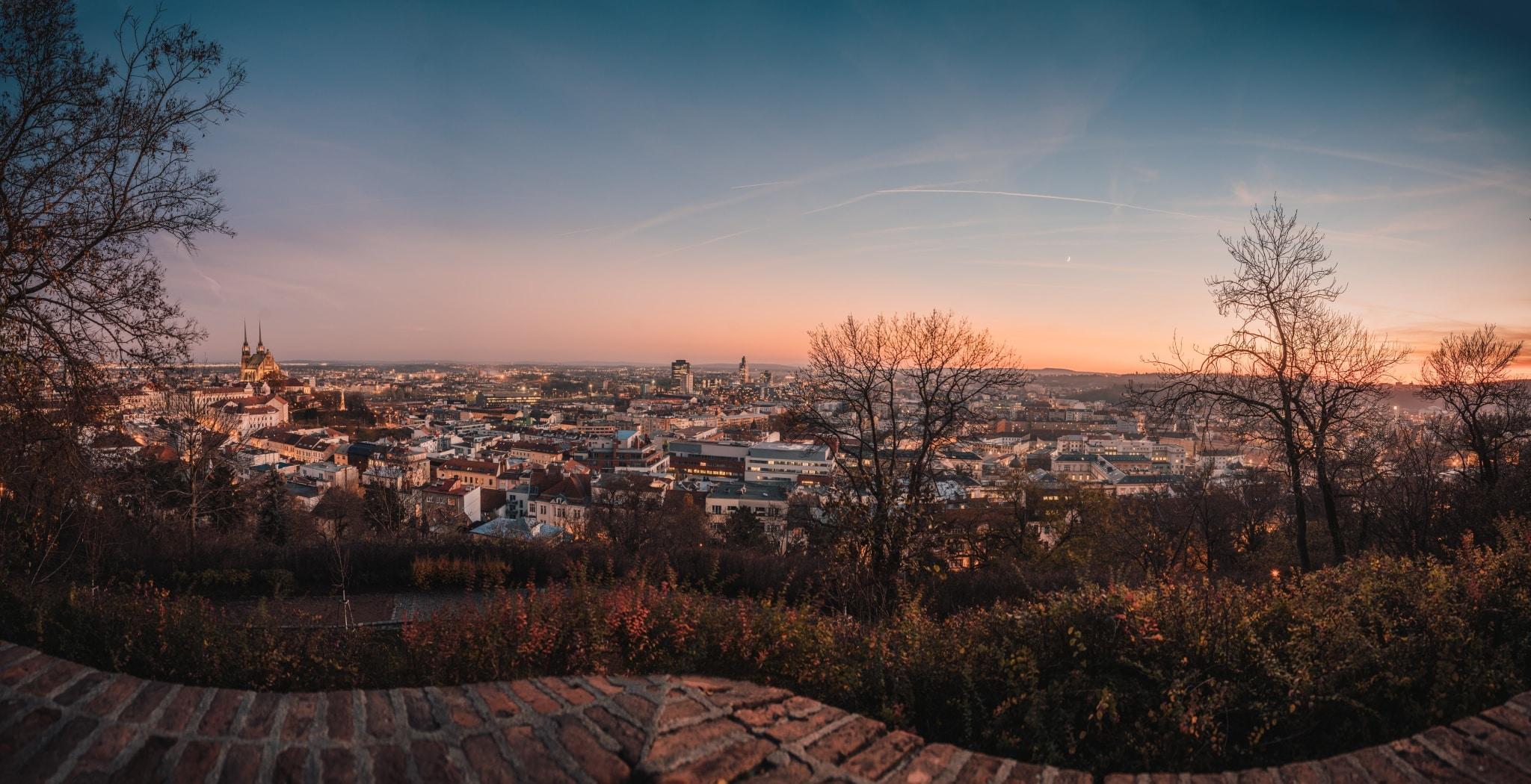 Learn 3 ways to shoot panoramic photos