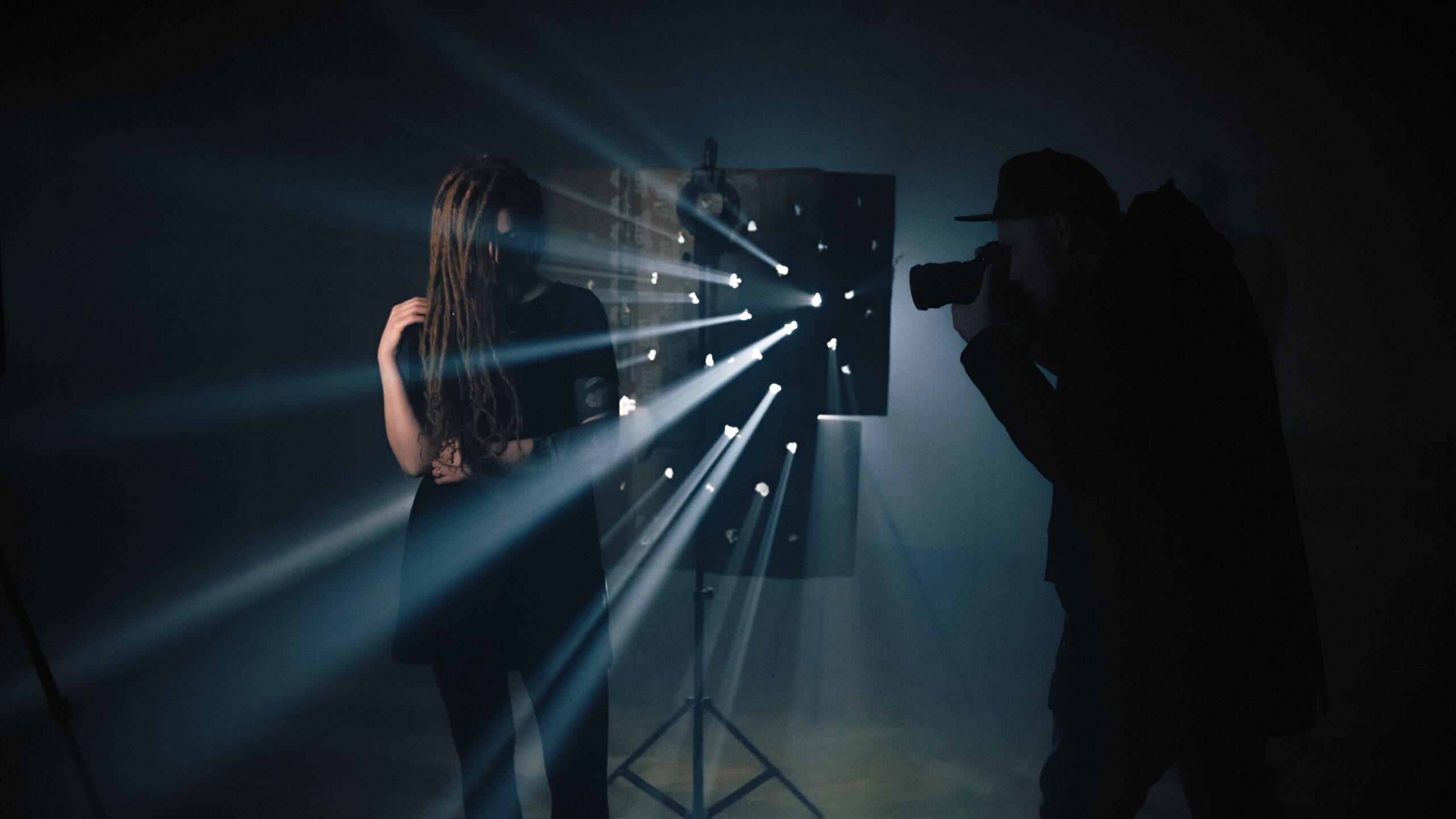 Effective light rays: how to easily create and use them in your photography