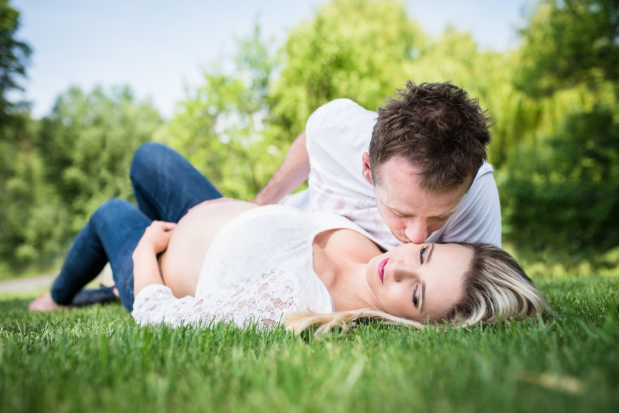 How to Do a Maternity Photoshoot - Plan, Choose the Right Poses, and Get the Whole Family Involved