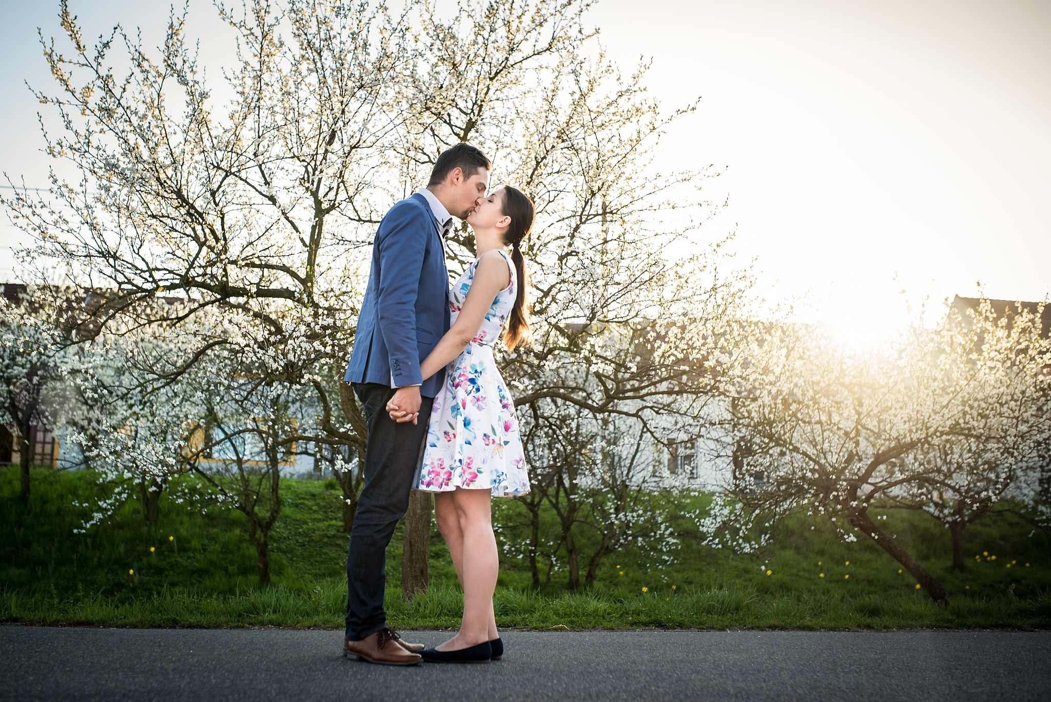 How to do a Couples Photoshoot: Romance, Coordinated Colors, and Smiles